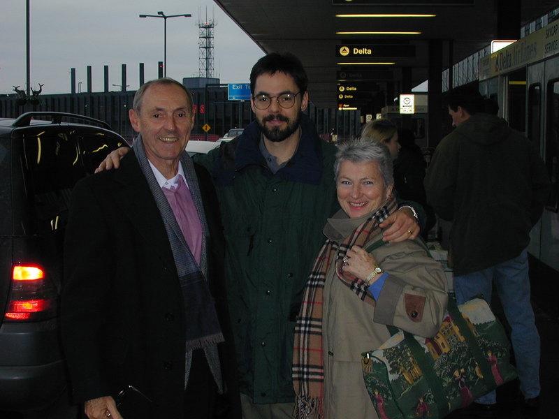 Mary_bob_airport99